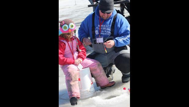 Emersyn Remme, 5, and her dad, Kyle Remme, check her line.