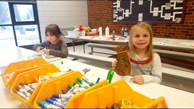 Creating art projects at the table are Astrid Aanning and Arya Tollefson.