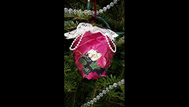 A handcrafted quilted Dutch ornament